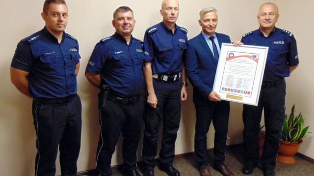 Sztandar oświęcimskiej policji coraz bliżej