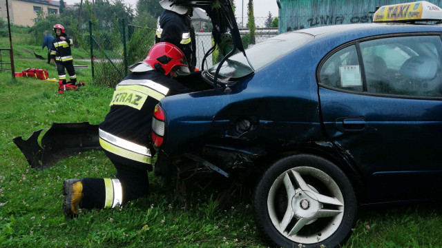 Taksówka zderzyła się z BMW w Oświęcimiu. ZDJĘCIA!