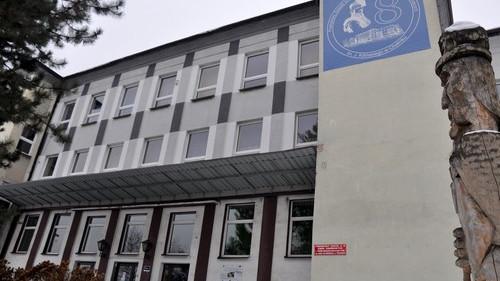 TEMAT DNIA. O krok od rozwiązania powiatowej Ósemki. Burmistrz Chełmka gotów do przejęcia budynków po likwidowanej szkole