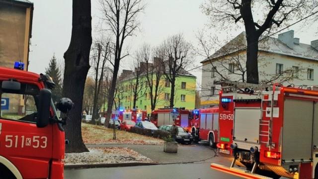 Tragiczny pożar na ulicy Mickiewicza w Brzeszczach- nie żyje jedna osoba -FILM/ FOTO- InfoBrzeszcze.pl