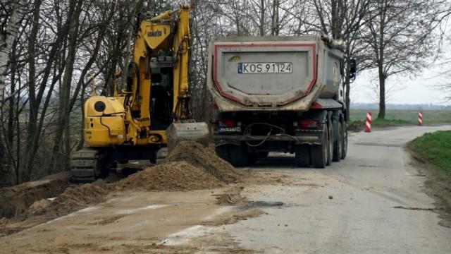Trwa modernizacja drogi powiatowej w Gminie Przeciszów