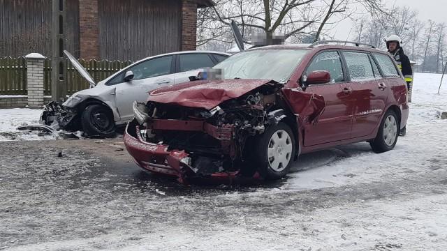 Trzy pojazdy zderzyły się w Porębie Wielkiej. ZDJĘCIA !