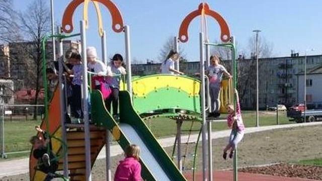 Uciechy dla dzieci i dorosłych w nowym parku na os. Zasole w Oświęcimiu