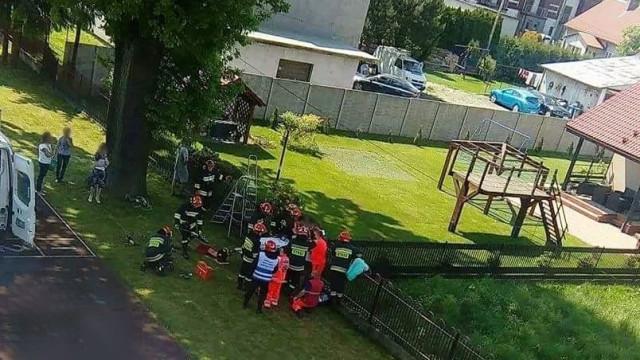 Uczeń z Zatora nabił się na ogrodzenie. Interweniował śmigłowiec LPR. ZDJĘCIA !
