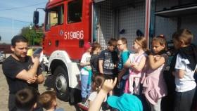 """Uczniowie """"Jedynki"""" na spotkaniu ze strażakami  z Ochotniczej Straży Pożarnej  w Kętach"""
