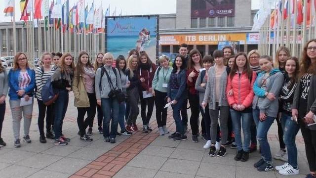 """Uczniowie """"ekonomika"""" z Oświęcimia na wielkich światowych targach w Berlinie"""