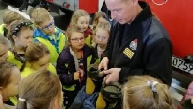 Uczniowie SP w Nowej Wsi zwiedzili Komendę PSP w Oświęcimiu