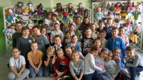 Uczniowie z Nowej Wsi szyli laleczki, dając nadzieję dzieciom z Afryki
