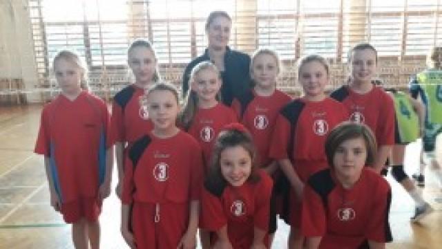 Udział uczennic z ZSP nr 3 Kęty w Turnieju Singli  Dziewcząt Kęckiej Akademii Siatkówki