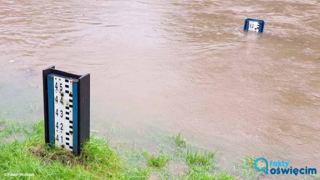 Ulewa w powiecie. Pogotowie powodziowe w Oświęcimiu – FOTO – FILM