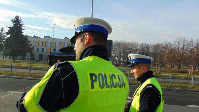 """Ulica Chemików w Oświęcimiu eliminuje kolejnych """"szybkich"""" kierowców. Tym razem prawo jazdy straciło dwóch motocyklistów"""