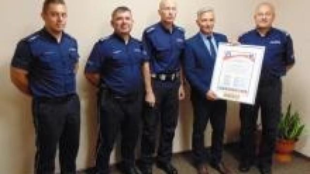 Uroczyste przekazanie Aktu Założycielskiego Komitetu Honorowego Fundatorów Sztandaru dla Komendy Powiatowej Policji w Oświęcimiu