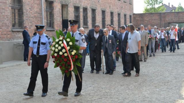 Uroczystości 76. rocznicy deportacji do KL Auschwitz pierwszego transportu polskich więźniów