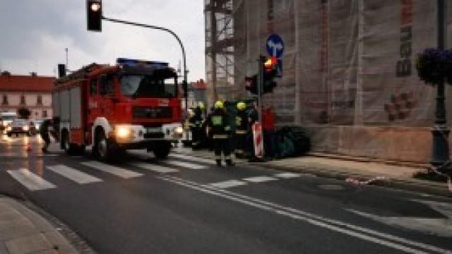 Uszkodzone ogrodzenie budowy na ul. Krakowskiej w Kętach