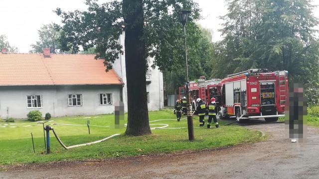 UWAGA ! Pożar budynku w Osieku. Jedna osoba poszkodowana. ZDJĘCIA!