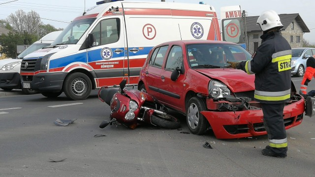 UWAGA ! Wypadek z udziałem motocykla w Bielanach. Droga na Kęty zablokowana – ZDJĘCIA!