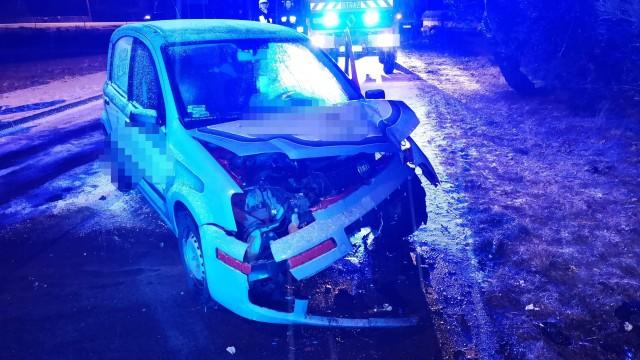 W Gorzowie samochód uderzył w drzewo. ZDJĘCIA!