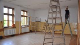 W Witkowicach trwa remont placu zabaw i szkolnych pomieszczeń