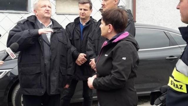 Wicepremier Szydło sprawdzała ze strażakami stan rzek - InfoBrzeszcze.pl