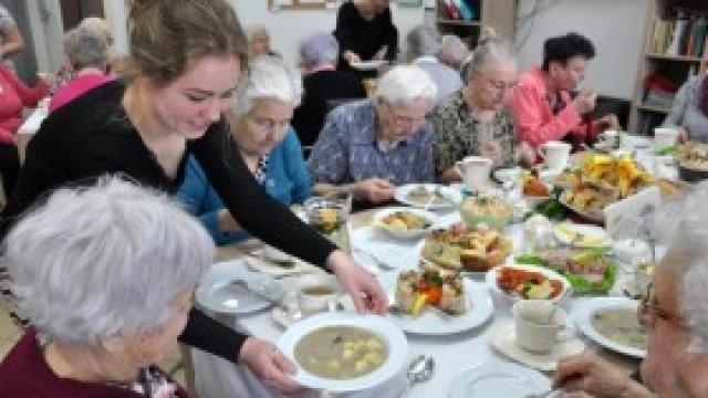 """Wielkanocna uroczystość w Domu """"Senior-Wigor"""" w Kętach"""