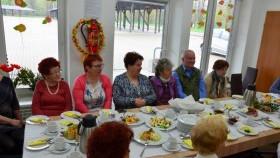Wielkanocne śniadanie u kęckich seniorów
