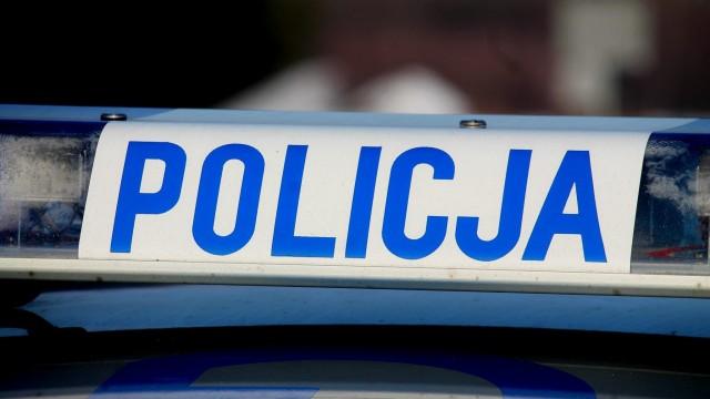 Włosienica. Policjanci zatrzymali pijanego kierowcę w pieszym pościgu. Jazdę uniemożliwił mu młody mieszkaniec Śląska