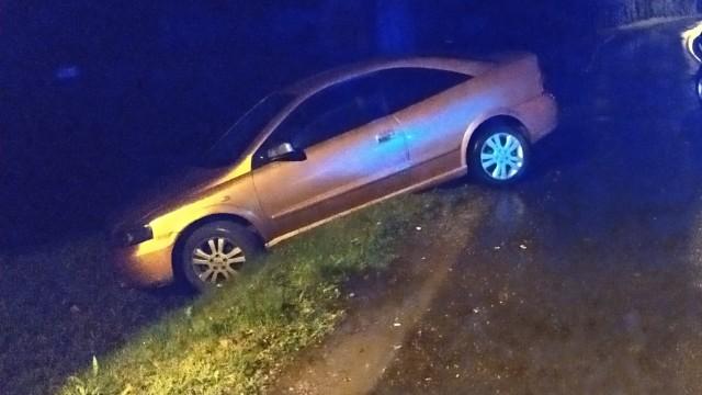 Wpadł samochodem do rowu, bo miał blisko 3 promile. 24-latek ma już sądowy zakaz kierowania pojazdami