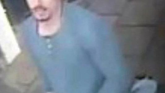 Wpadł z pistoletem na pocztę. Ktoś go poznaje? – FILM