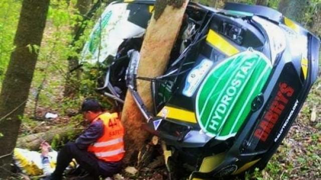 Wypadek brzeszczańskiego rajdowca- Zbigniew Gabryś i pilot Artur Natkaniec trafili do szpitala -FILM- InfoBrzeszcze.pl