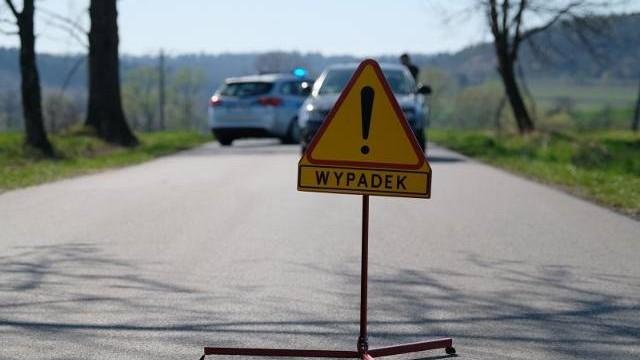 Wypadek i kierowcy z cofniętymi uprawnieniami do kierowania pojazdami w okolicy Oświęcimia