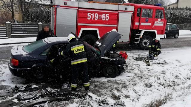 Wypadek na DK44 we Włosienicy. Strażacy użyli narzędzi hydraulicznych – ZDJĘCIA!