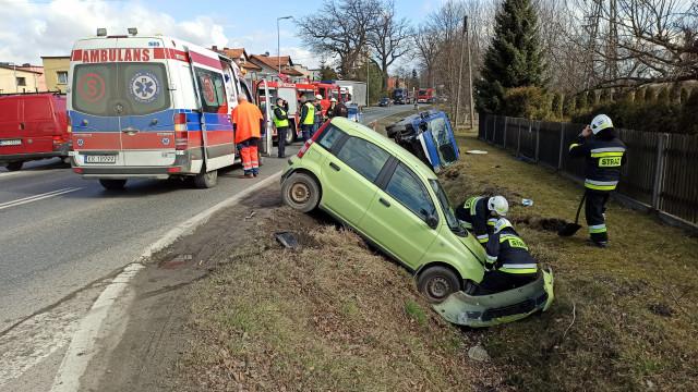 Wypadek na DW933 w Brzeszczach – ZDJĘCIA!
