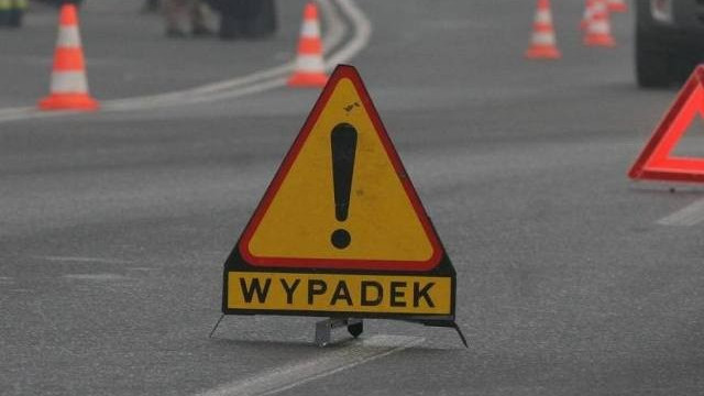 Wypadek na trasie wojewódzkiej 933 w Bobrku. Droga zablokowana w obu kierunkach
