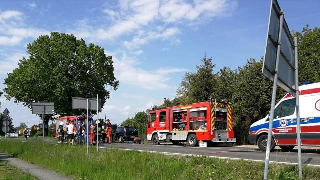 Wypadek w Bielanach. Strażacy użyli narzędzi hydraulicznych do ewakuacji – ZDJĘCIA!