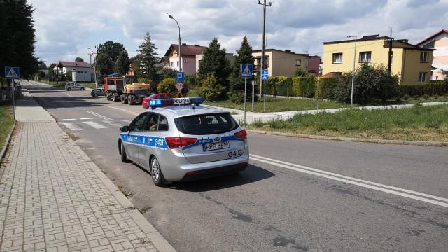 Wypadek w Brzeszczach. Samochód osobowy uderzył w rowerzystę – ZDJĘCIA!
