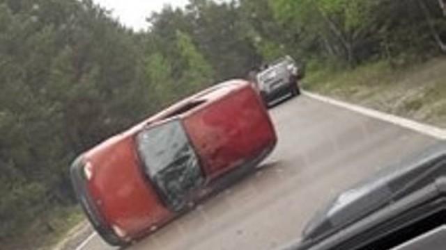 Wypadek w Bukownie. Samochód zablokował drogę [ZDJĘCIA]