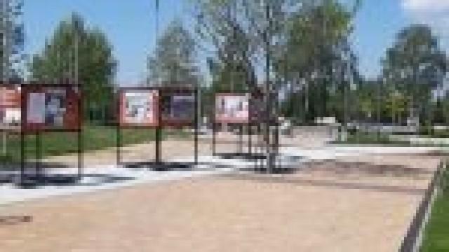 Wystawa zdjęć o św. Janie Pawle II w Parku Zasole