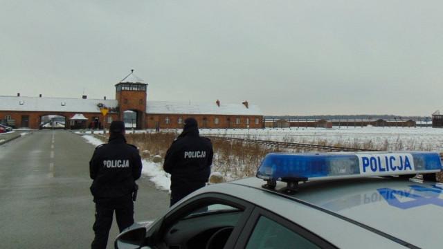 Zabezpieczenie prewencyjne policjantów z oświęcimskiej komendy Policji w czasie obchodów rocznicy wyzwolenia miasta i byłego obozu koncentracyjnego