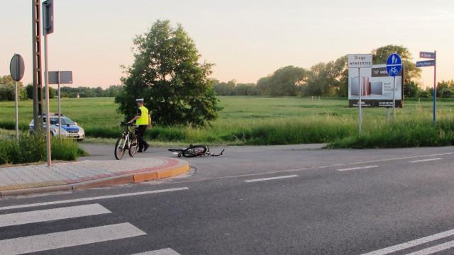 ZABORZE. Opłakane skutki zderzenia rowerzystów. 67-latka z obrażeniami głowy
