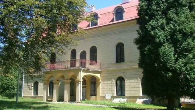 Zabytkowy pałac Radziwiłłów w Grojcu ciągle na sprzedaż. Tak jest od ponad pięciu lat