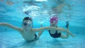 Zapraszamy na wakacyjną naukę i doskonalenie pływania - artykuł sponsorowany