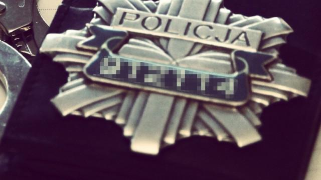 Zator. Policjanci poszukują sprawcy kradzieży samochodu marki Opel Insignia