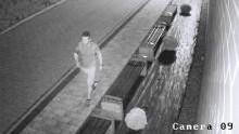 Zator. Policjanci poszukują sprawcy uszkodzenia mienia. Rozpoznajesz tego mężczyznę?