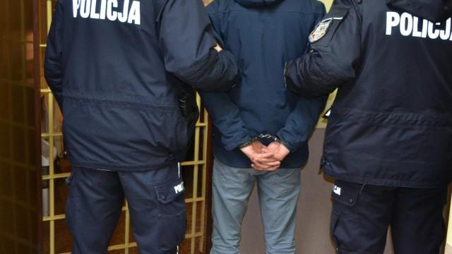 Zatrzymano mężczyzn podejrzanych o posiadanie narkotyków. Jeden z nich poszukiwany był przez angielską policją