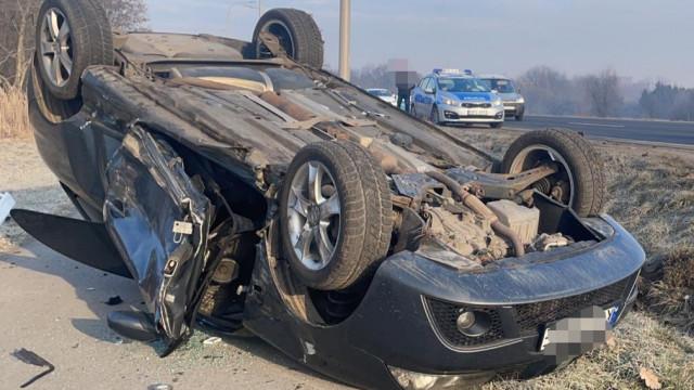 Zdarzenie drogowe na DK44 przy Komendzie Powiatowej PSP – ZDJĘCIA!