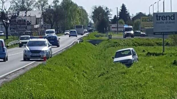 Zdarzenie drogowe na DW933 w Babicach. FOTO, FILM !