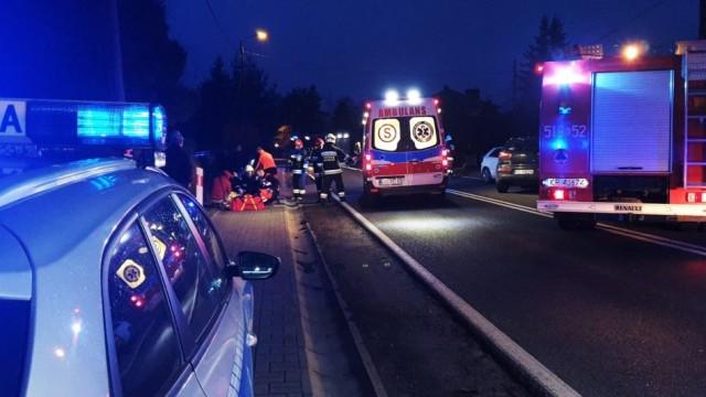 Zdarzenie drogowe na ulicy Pszczyńskiej w Brzeszczach- trzy osoby trafiły do szpitala -FILM- InfoBrzeszcze.pl