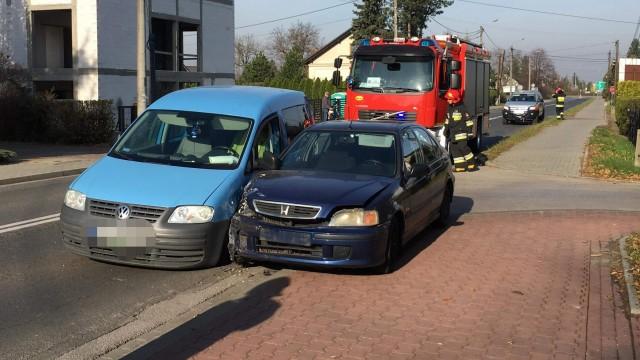 Zderzenie dwóch pojazdów. Jeden z kierowców nie posiada uprawnień do kierowania pojazdami. ZDJĘCIA!