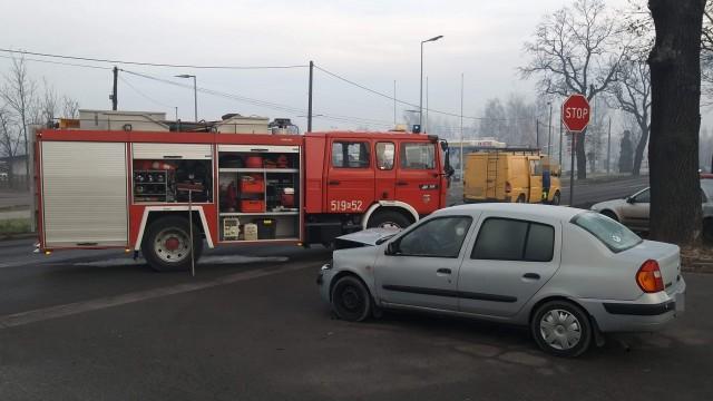 Zderzenie dwóch pojazdów w Brzeszczach. Jedna osoba trafiła do szpitala – ZDJĘCIA!