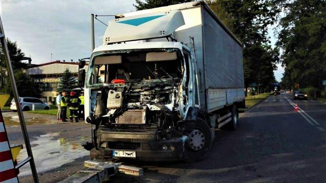 Zderzenie dwóch samochodów ciężarowych w Brzeszczach. ZDJĘCIA!